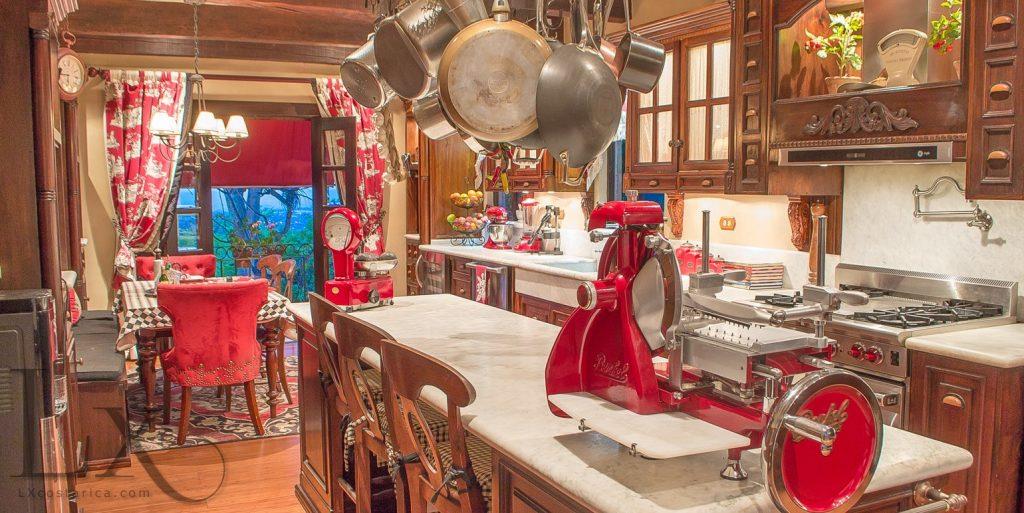 dolce-villa-kitchen
